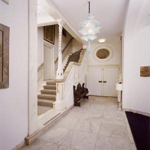 Laat zeventiende-eeuwse vestibule met trap en stucdecoraties