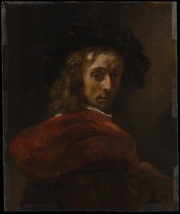 Jonge man met een rode mantel