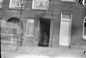 Dubbelopname met liggend mogelijk de Oppert te Rotterdam en staand een hofje