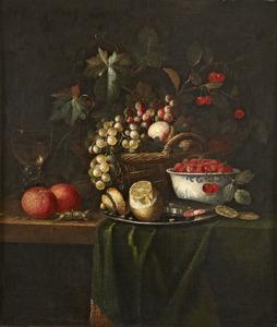 Stilleven met  vruchten in een mand en aarbeien in een porceleinen kom