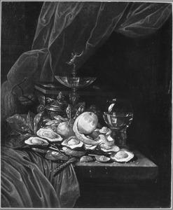 Stilleven met oesters, een tazza en een roemer