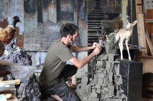 Pim Palsgraaf in zijn atelier