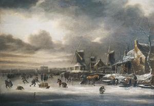Winterlandschap met schaatsers op het ijs bij een dorp