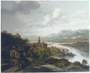 Berglandschap met stad aan een rivier