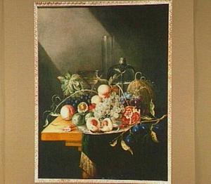 Stilleven van vruchten en glaswerk op een tafel