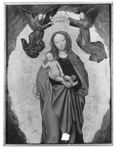 Maria met kind door twee engelen gekroond
