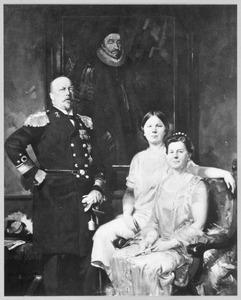 Portret van koningin Wilhelmina (1880-1962), prins Hendrik van Mecklenburg-Schwerin (1876-1934) en prinses Juliana (1909-2004)