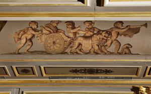 Putti rond een zegekar getrokken door leeuwen