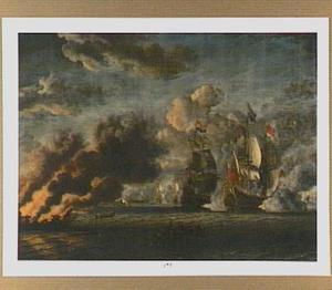 Zeeslag tussen Engelse en Hollandse schepen met links op de voorgrond een brandend schip