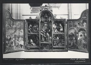 Het huwelijk van Joachim en Anna, Joachim verspreidt almoezen, Moses snijdt twee stenen tabletten, het offer van Joachim geweigerd door de priester (binnenzijde linkerluik); Joachim in de wildernis met zijn herders, het gebed van de heilige Anna, de ontmoeting van Anna en Joachim aan de Gouden Poort, de geboorte van Maria, de presentatie van Maria in de tempel (middendeel); Het verhaal van Cain en Abel, de dood van Joachim, de begravenis van Joachim (binnenzijde rechterluik)