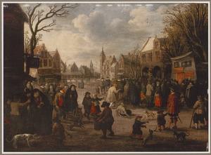 Winters tafereel op marktdag in een stad; een menigte luistert naar een heraut, op de achtergrond schepen