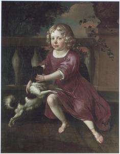 Portret van een jongen spelend met een hondje op een terras