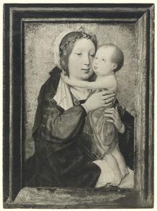 Maria met kind staand op haar schoot
