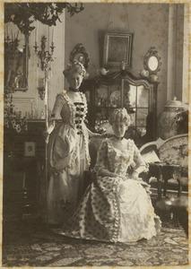 Portret van Jonkvrouw Pauline Johanna Boreel (1887-1941) en Jonkvrouw Paulina Johanna Gevers (1886-1942)