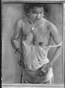 Staande donkere vrouw, met ontblote borst