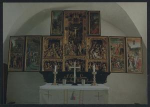 Ecce homo, Christus voor Pilates (binnenzijde linkerluik); De intrede in Jerusalem (binnenzijde linker bovenluik); Christus in Getsemane, de geseling, de doornenkroning, de kruisdraging, de kruisiging, de bewening (middendeel); Christus in Getsemane (binnenzijde rechterbovenluik); De opstanding, de hemelvaart (binnenzijde rechterluik)
