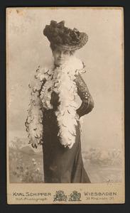Portret van mw. Petronella Wilhelmina de Virieu-Fürstner- de Jong