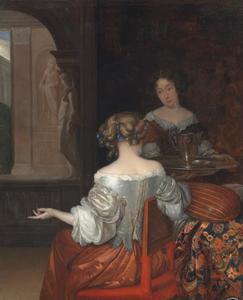 Een jonge vrouw en haar dienstmeid in een interieur