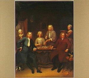 Groepsportret van een familie rond een tafel