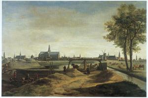 De bouw van nieuwe vestingwerken voor Haarlem, met op de achtergrond de St. Bavokerk, 1671