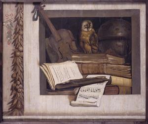 Vanitasstilleven met boeken, viool en uil in een nis
