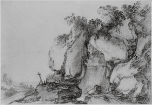 Rotslandschap met kruis en waterval