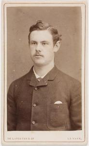 Portret van een jonge man, waarschijnlijk Jules Ernest Othon Anne Adrien graaf van Bylandt (1863-1907)