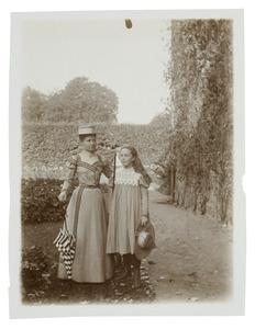 Portret van Adelheid Anna Beatrix van der Poorten Schwartz (1888-1944) en Blanche Christmann (...-...)
