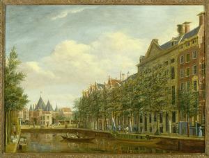 Gezicht op de Kloveniersburgswal met het Trippenhuis en de Nieuwmarkt met de Waag te Amsterdam