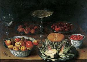 Stilleven met artisjokken, vruchten en wijnglazen