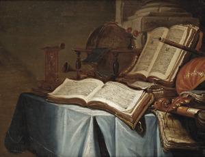 Stilleven met boeken, muziekinstrumenten en een globe op een tafel bedekt met een tafelkleed