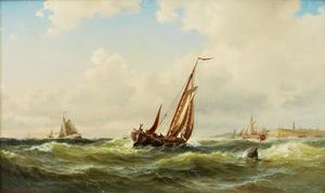 Schepen op stormachtige zee voor de kust