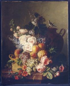 Silleven van bloemen en vruchten met een puttertje