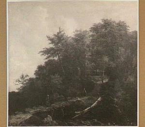 Boslandschap met enkele figuren op een weg