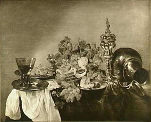 Stilleven  met druiven, gebraad, tin, zilver- en glaswerk en akeleibeker op donker tafelkleed met wit servet