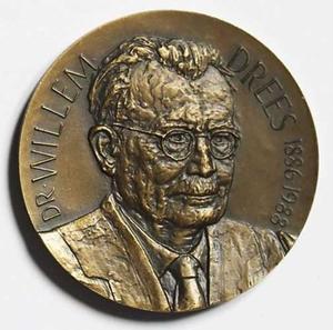 Portret van Willem Drees (1886-1988) (op de keerzijde: een eik)