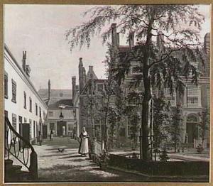 Het Leprozenhuis in Amsterdam gezien van de grote binnenplaats; links in het verschiet het dak van de Portugees-Israëlietische Synagoge