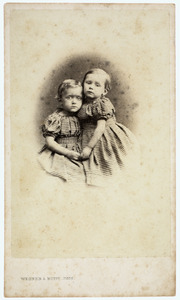 Portret van Marie Anne Tilanus (1858-1917) en Marie Therese Tilanus (1859-1873)