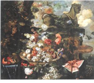 Stilleven met fruit, bloemen en sfinx