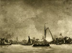 Gezicht op Amsterdam vanaf het IJ met schepen