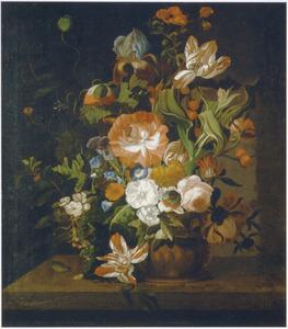 Bloemen in een terracotta(?) vaas