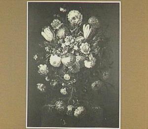 Bloemstilleven met tulpen, sneeuwballen en rozen