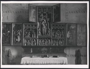 De geboorte van Maria (binnenzijde linker bovenluik); De presentatie van Maria in de tempel, het huwelijk van Maria en Jozef (binnenzijde linkerluik); De annunciatie, de visitatie, de heilige familie, de aanbidding der Wijzen, de presentatie in de tempel, de aanbidding der herders, Maria met kind omgeven door een rozenkrans, de besnijdenis (middendeel); De kindermoord (binnenzijde rechter bovenluik); De vlucht naar Egypte, Christus' dispuut met de tempelgeleerden (binnenzijde rechterluik)