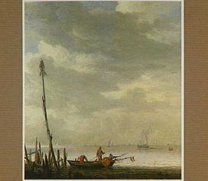 Vissers in een aangemeerde kleine boot