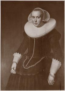 Portret van waarschijnlijk Aeltje de Wildt (1603-1634)