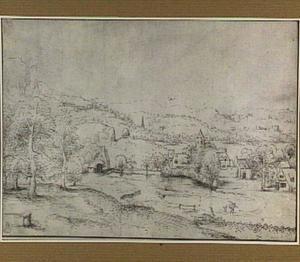 Heuvelachtig rivierlandschap met gebouwen