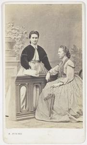 Portret van Willemina Augustina Salverda (1845-1917) en Sara Susanna Hora Adema (1845-1909)