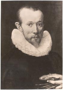 Portret van een man met schelp en penselen