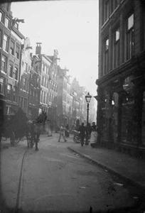 Gezicht op de Haarlemmerstraat te Amsterdam