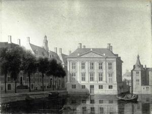 Het Mauritshuis te Den Haag gezien vanaf de Lange Vijverberg